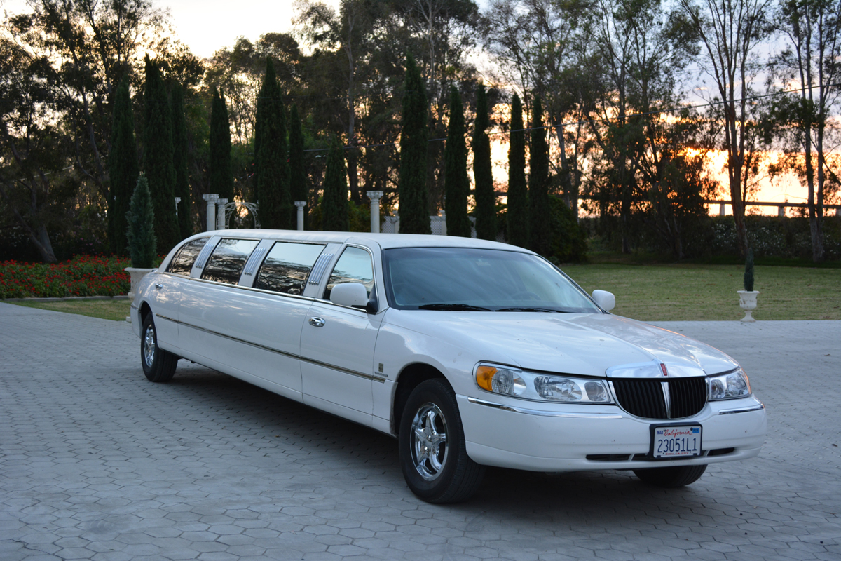10-passenger-Lincoln-limo-service-white-wedding