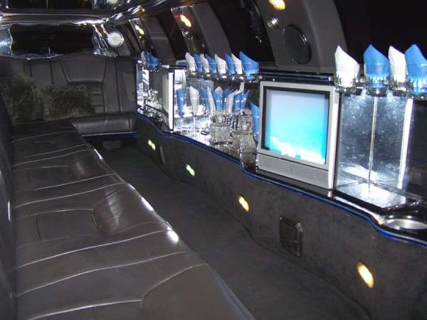 14-passenger-Lincoln-Continental-Ultra-Stretch-Limo-interior-2-900