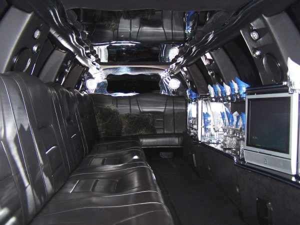14-passenger-Lincoln-Continental-Ultra-Stretch-Limo-interior-900