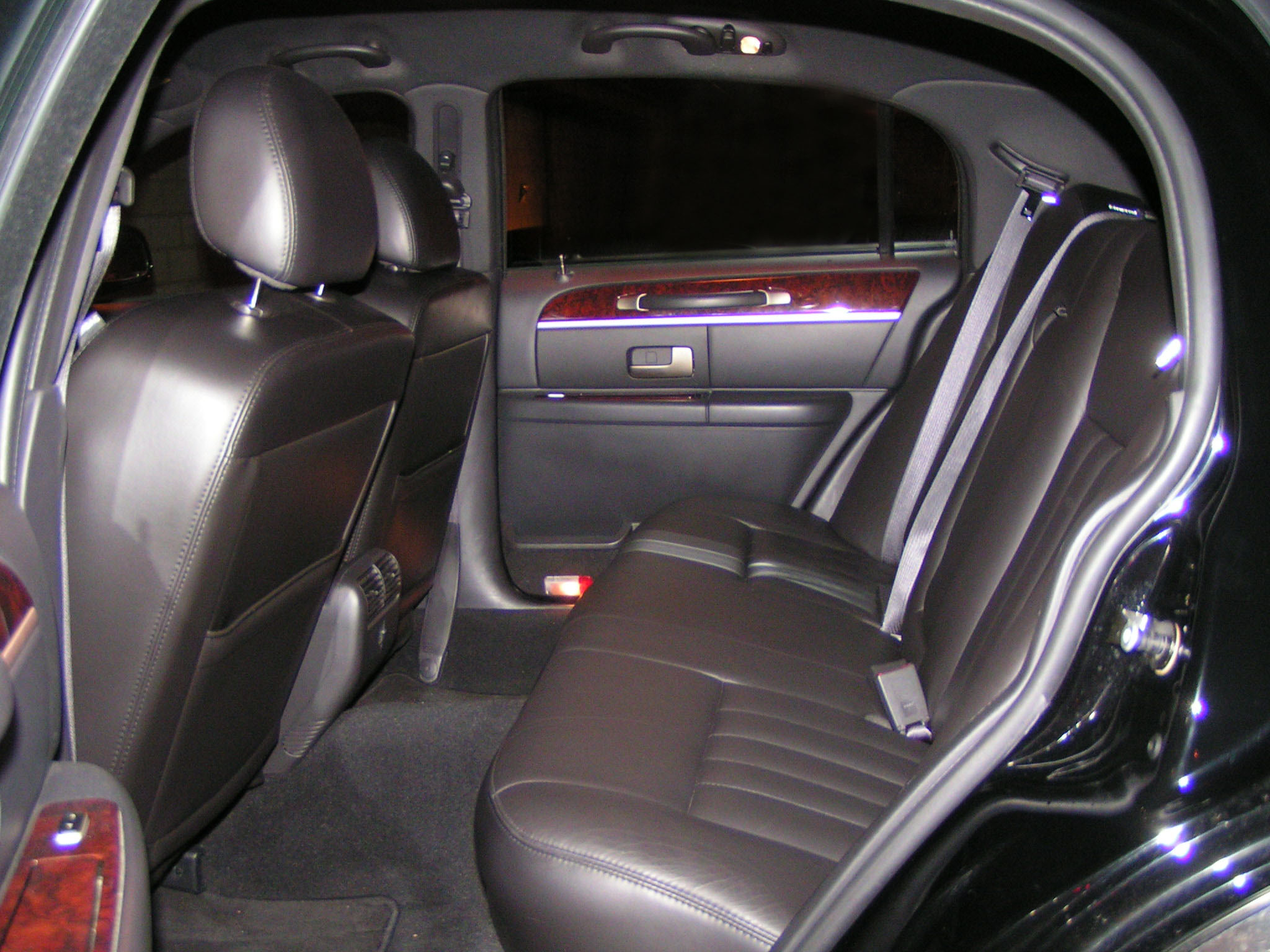 Lincoln-Town-Car-Executive-L-interior-back-seating-area